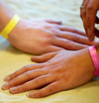 UV wristband tells you when to get out of the sun